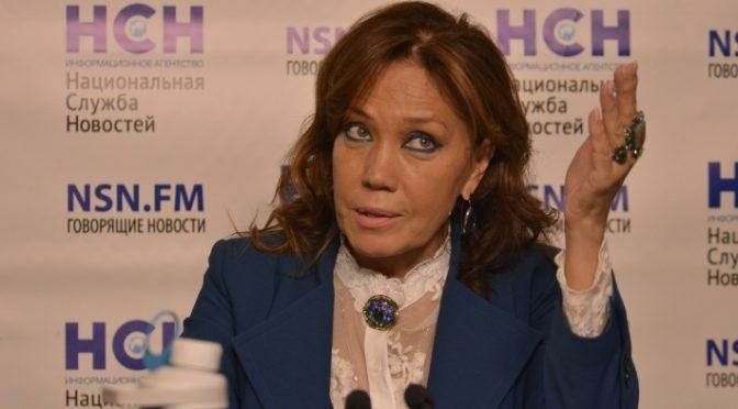 Художник Никас Сафронов сообщил о доходах певицы Азизы после скандала на шоу «Маска»