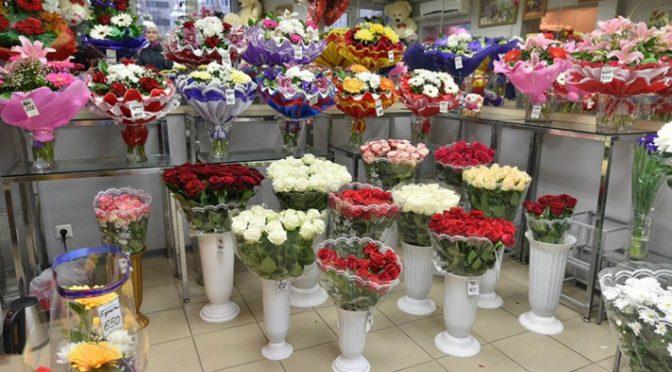 Флорист Сафронова рассказала, как сохранить цветочные букеты с помощью водки и минералки