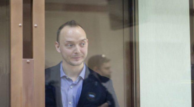 Кремль отказался комментировать интервью обвиняемого в госизмене журналиста Сафронова