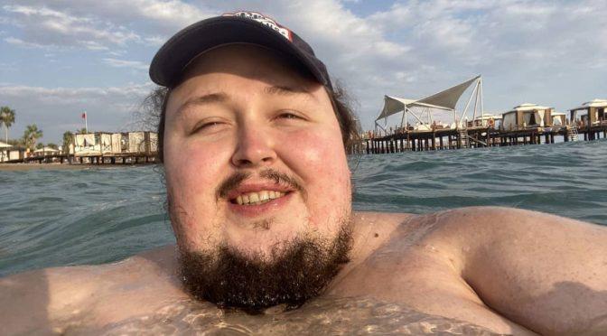 Лука Затравкин рассказал об отношениях со стюардессами после конфуза в туалете самолета