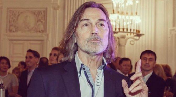 Помощник Никаса Сафронова озвучил мнение художника о скандале вокруг его брата